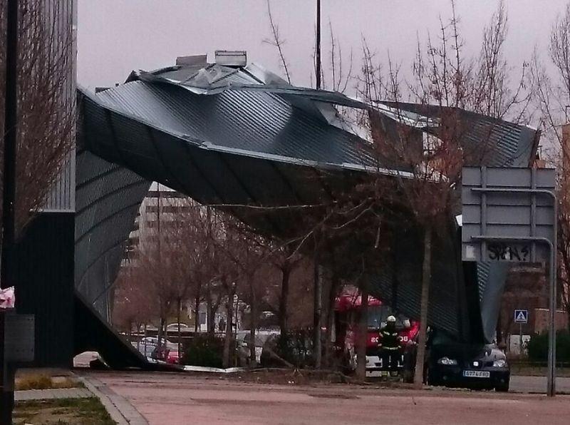 daños de un edificio tras viento