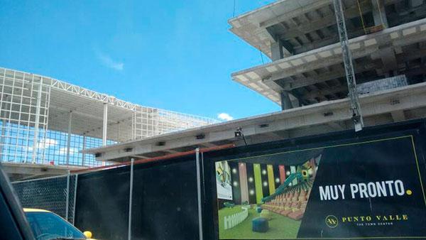 centro comercial con fachadas ventiladas punto valle méxico