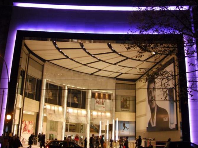centro comercial con fachadas ventiladas argentina