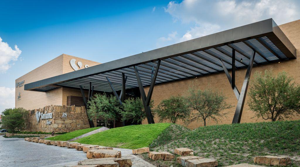 fachadas ventiladas de sistema masa para un centro comercial