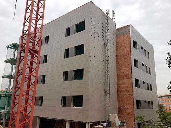 edificio de viviendas con fachadas ventiladas