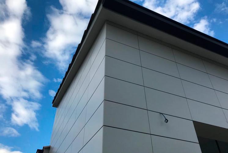 Rehabilitación de vivienda unifamiliar con fachadas ventiladas