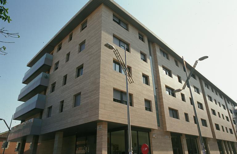 Fachadas ventiladas. Sistema Masa. Edificio de viviendas