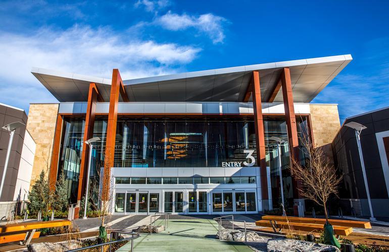 Tsawwassen Mills, BC con sistema de fachada ventilada · Sistema Masa