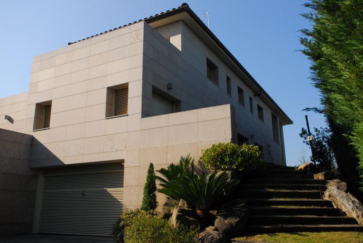Materiales de fachada en vivienda unifamiliar. Sistema Masa
