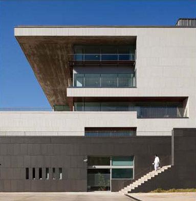 Fachada ventilada con aplacado de piedra - Sistema Masa - Hospital Sant Pau