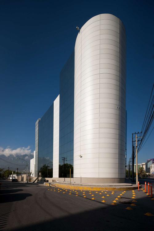 Swiss Hospital en Osler con fachadas ventiladas - Sistema Masa
