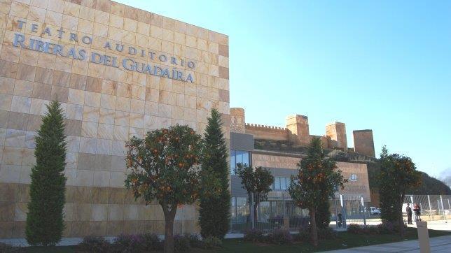 Centro Cultural Alcala de Guadaria  con fachadas ventiladas - Sistema Masa