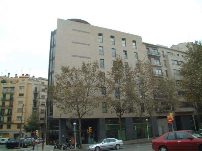 Vivienda Plurifamiliar Diagonal con sistema de fachada ventilada · Sistema Masa