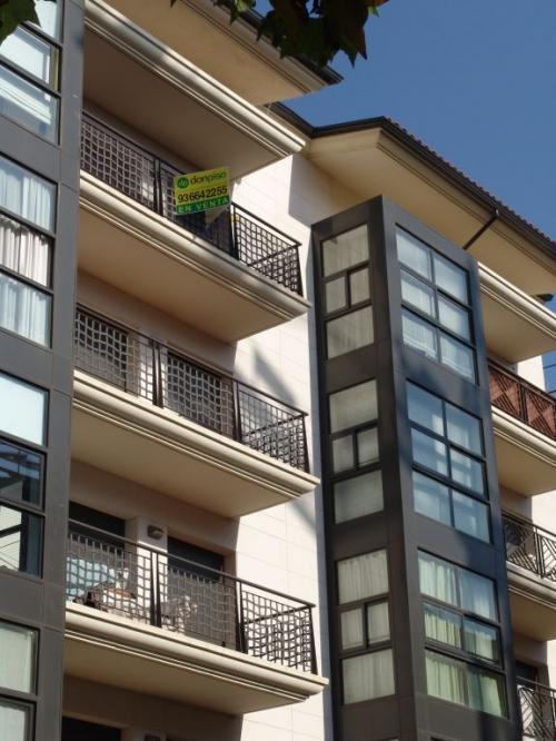 Edificio plurifamiliar Castelldefels con sistema de fachada ventilada · Sistema Masa