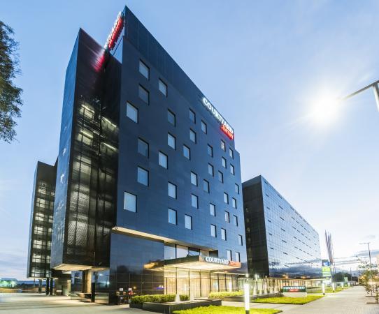 Hotel Marriott Courtyard con fachadas ventiladas - Sistema Masa