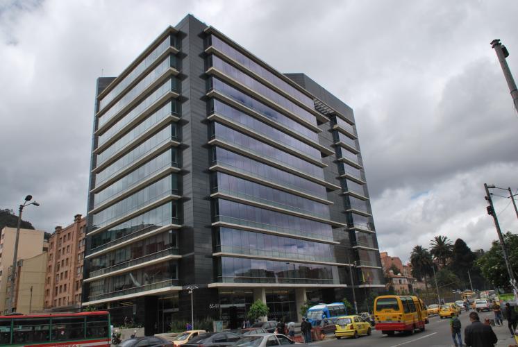 Sistema Masa. Sistemas de sujeción de fachadas Edificio La Cabrera