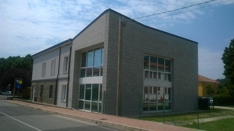 Ampliación de la Sede Municipal de Baone con fachadas ventiladas - Sistema Masa