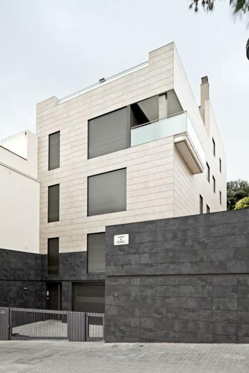 Single-family home - PedrellSingle-family home located in the residential district of Horta in Barcelona. This single-family residential building has ventilated façade cladding with exterior closure insulation via the chamber. Bicolored porcelain stonewar