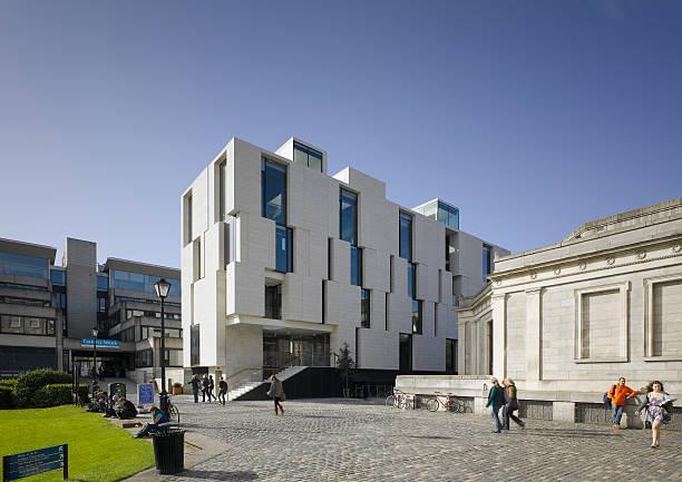 Trinity College en Dublín con fachadas ventiladas - Sistema Masa