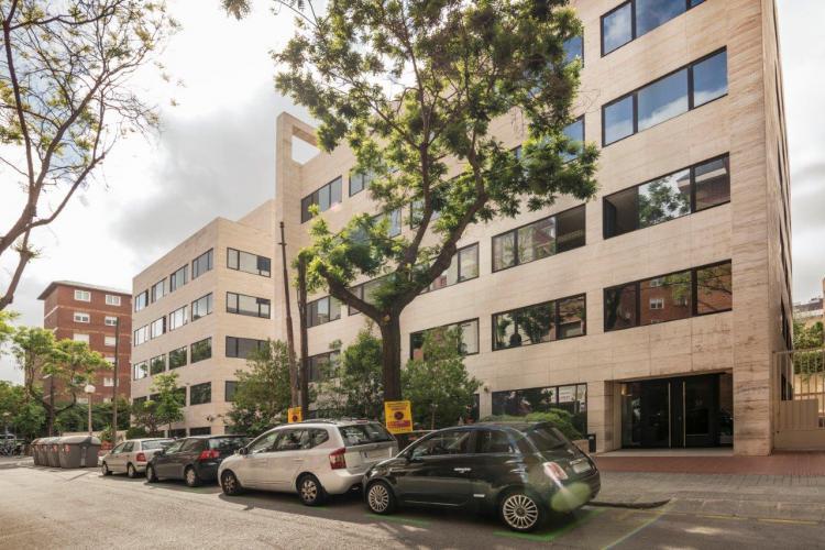 Edificio Grupo Oceano con sistema de fachada ventilada · Sistema Masa