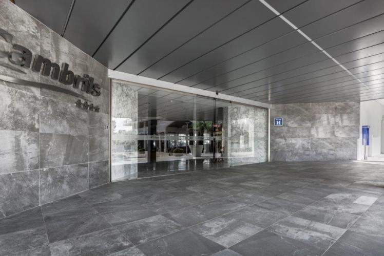Hotel Best Cambrils con sistema de fachadas ventiladas · Sistema Masa