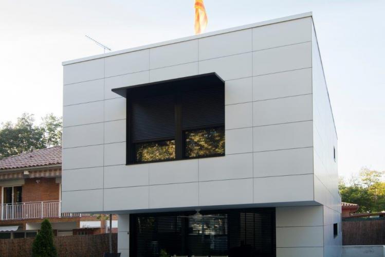 Vivienda Unifamiliar Valldoreix sistema fachada ventilada · Sistema Masa