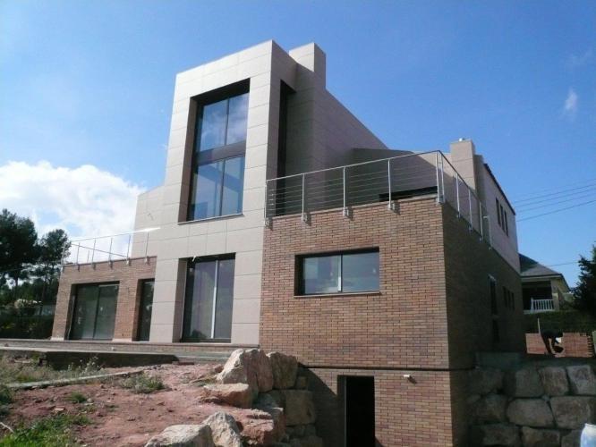 Vivienda Unifamiliar Palleja con sistema de fachada ventilada · Sistema Masa