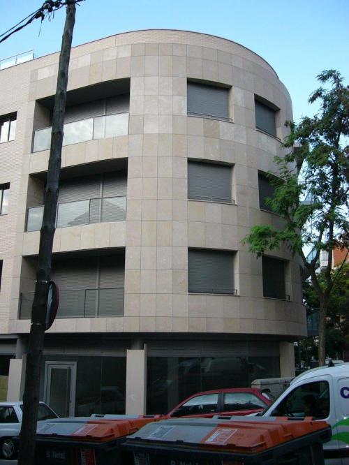 Edificio plurifamiliar Reinaxença con sistema de fachada ventilada · Sistema Masa