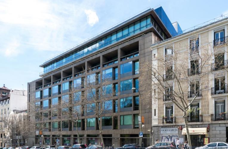 Edificio oficinas Alfonso XII con sistema de fachada ventilada · Sistema Masa