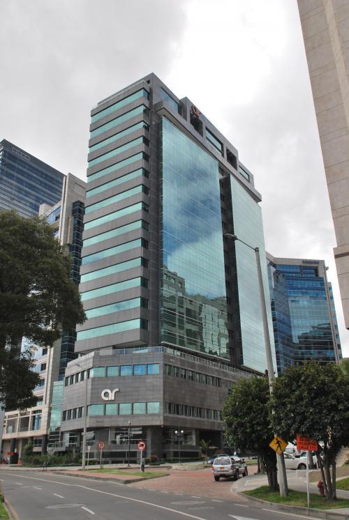 Sistemas de sujeción y de fijación de fachadas ventiladas Sistema Masa. Torre AR