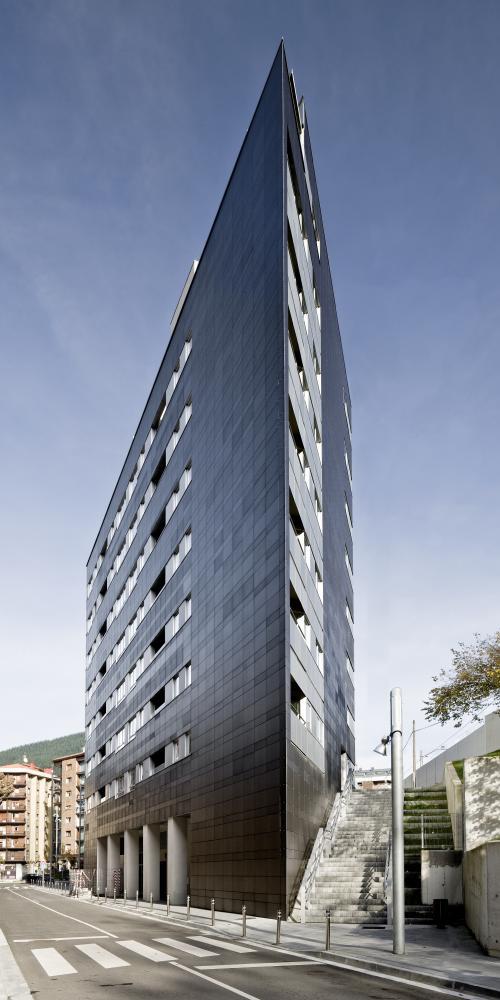 Revestimiento de fachada ventilada de viviendas de protección oficial. Sistema Masa