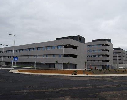 Hospital de Santo Espirito da Ilha Terceira con fachadas ventiladas - Sistema Masa