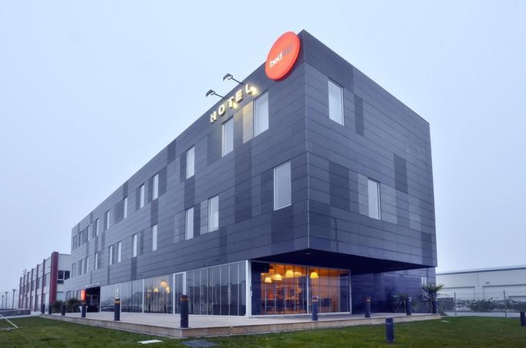 Hotel Momentos de Navarra con sistema de fachada ventilada · Sistema Masa