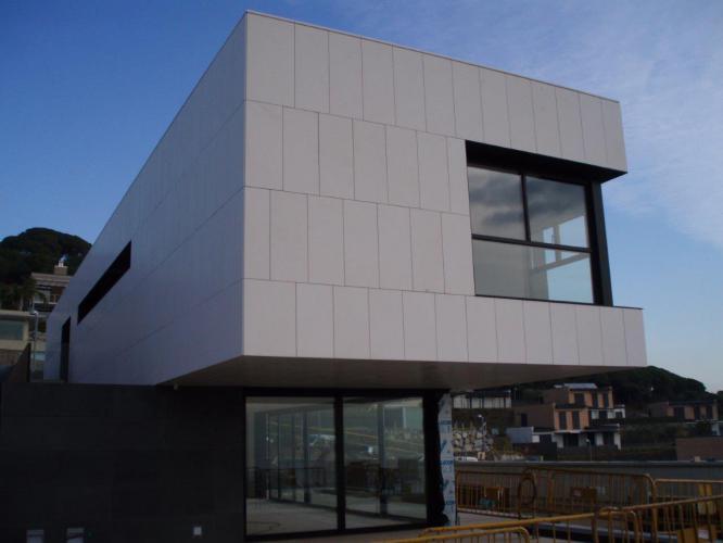 Vivienda unifamiliar Sant Vicenç de Montalt con fachada ventilada · Sistema Masa