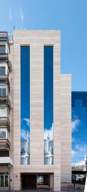 Edificio oficinas Goya con sistema de fachada ventilada · Sistema Masa