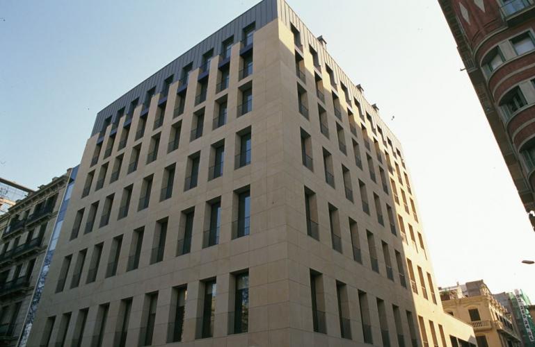 Edificio oficinas N y N con sistema de fachada ventilada · Sistema Masa