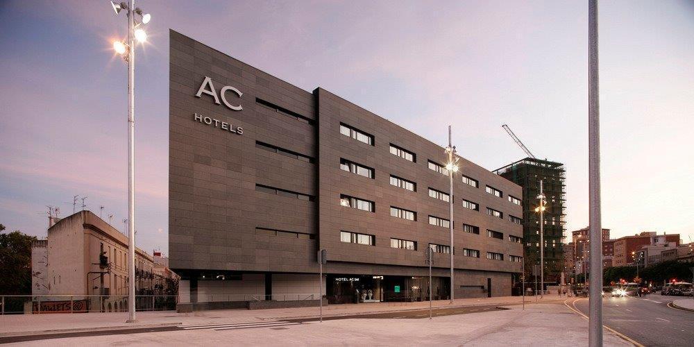 Fachada ventilada hotel AC Sants, Barcelona. Sistema Masa.