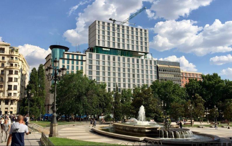 Hotel VP Plaza España con fachada ventilada · Sistema Masa