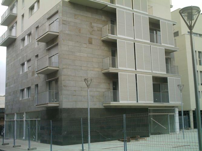 Edificio plurifamiliar Baldrich con sistema de fachada ventilada · Sistema Masa