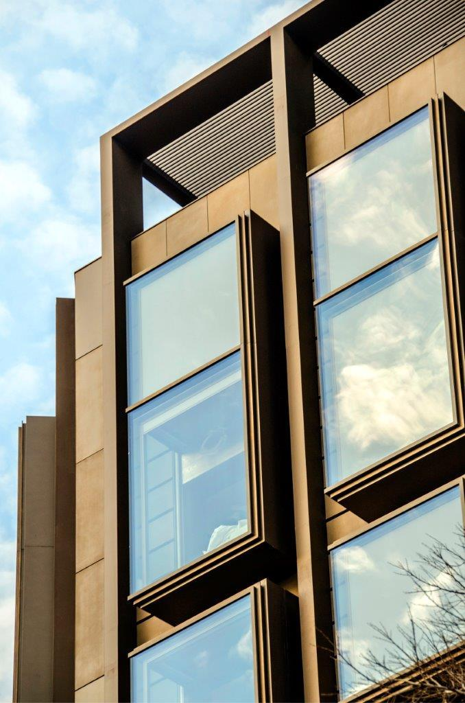 Hotel Almanac con fachadas ventiladas de Sistema Masa