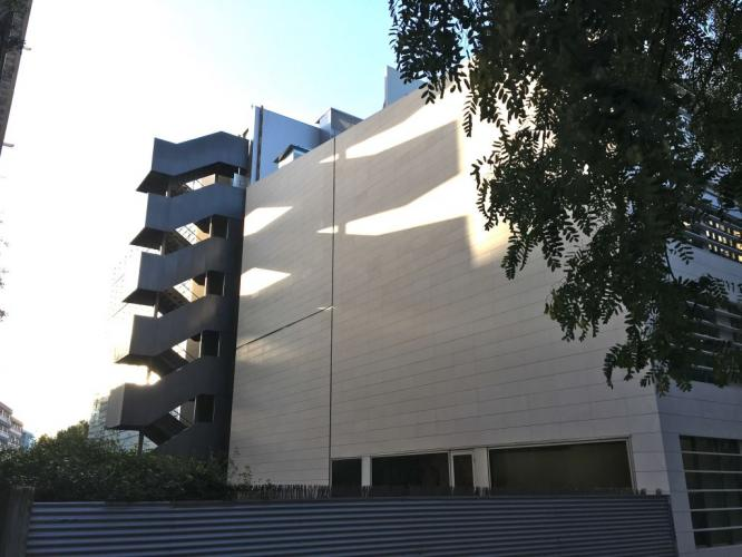 Hospital CIMA con fachadas ventiladas de Sistema Masa
