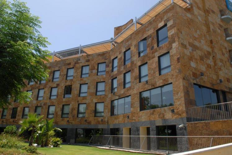 Hotel Ribera de Triana con fachada ventilada de Sistema Masa