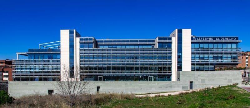 Edificio oficinas Lefebvre con sistema de fachada ventilada · El Derecho · Sistema Masa
