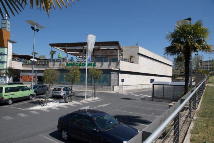 Centro Comercial El Palmeral con fachadas ventiladas de Sistema Masa
