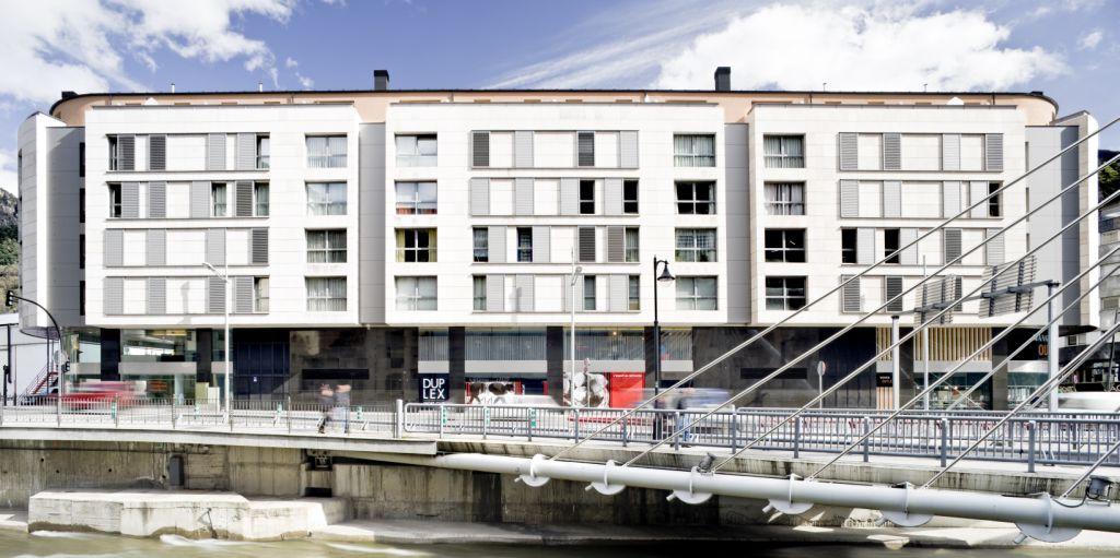Sistema Masa • Edificio de viviendas plurifamiliar • fachadas ventiladas