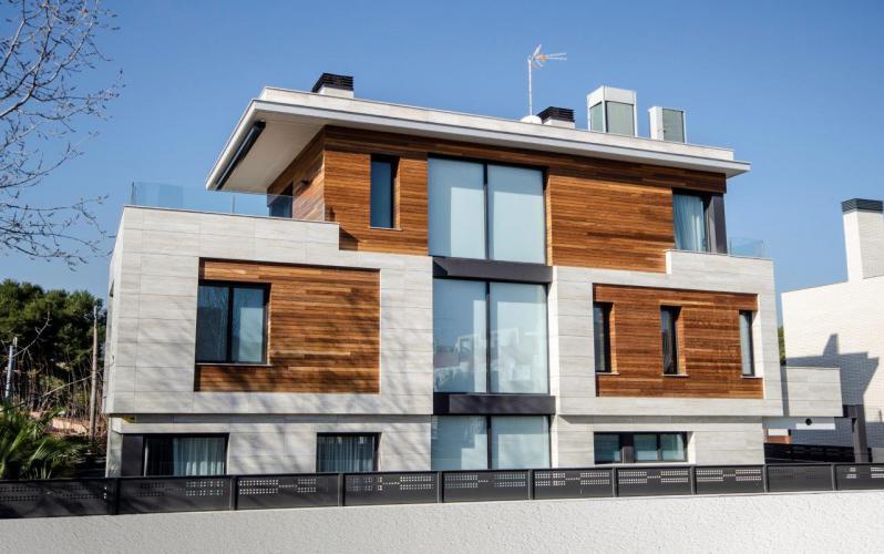 Vivienda Unifamiliar Santacana - Castelldefels con sistema de fachada ventilada · Sistema Masa