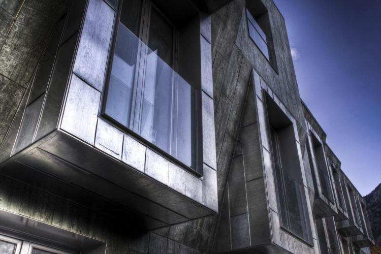Edificio Plurifamiliar Les Molleres con fachadas ventiladas - Sistema Masa