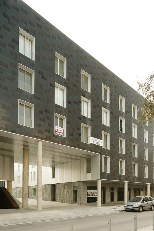 Fachada de ventilada de Sistema Masa. Edificio de viviendas