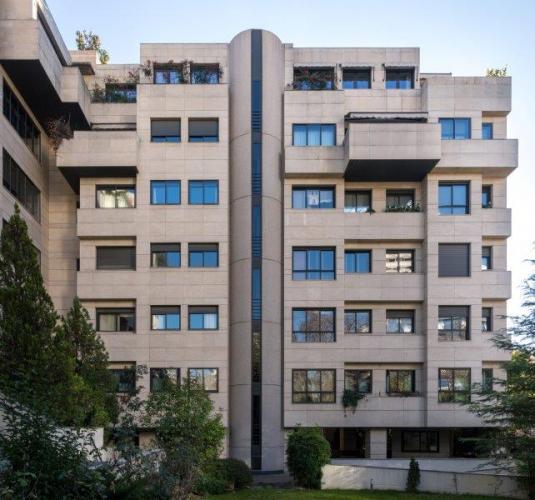 Edificio viviendas Padre Damian con fachadas ventiladas de Sistema Masa