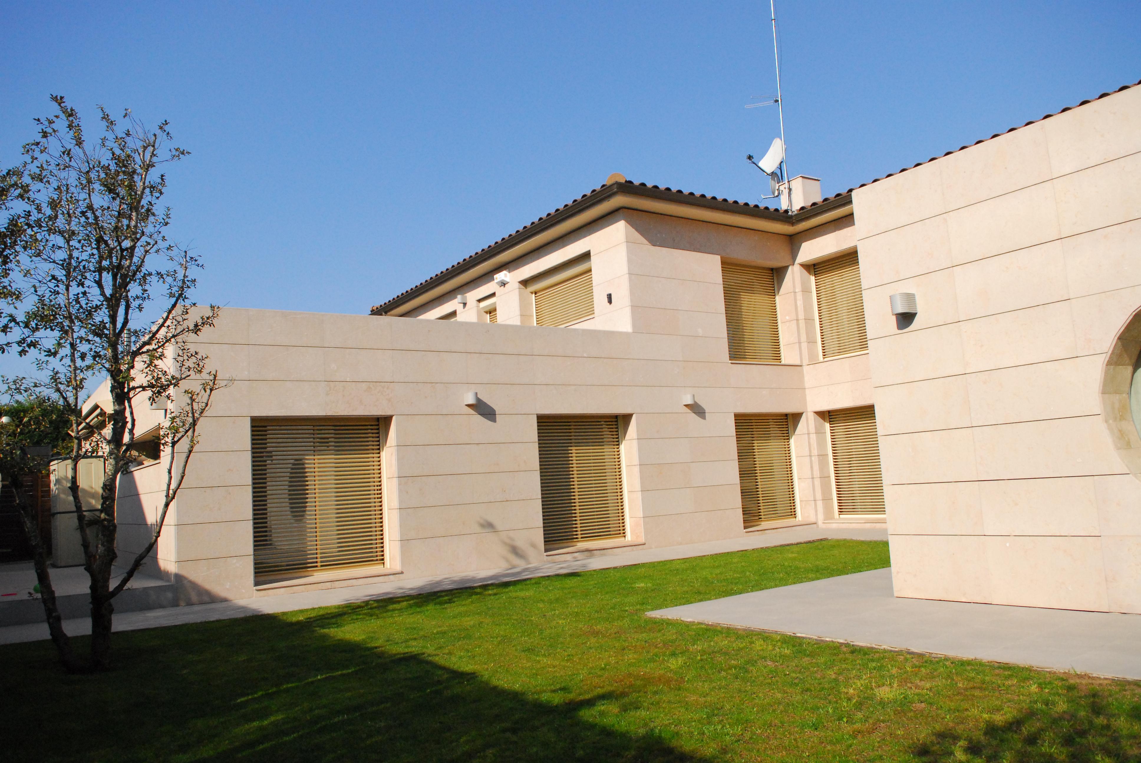 Materiales de fachada ventilada en vivienda unifamiliar. Sistema Masa