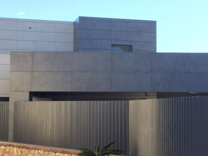 Vivienda Unifamiliar Empuriabrava con sistema de fachada ventilada · Sistema Masa