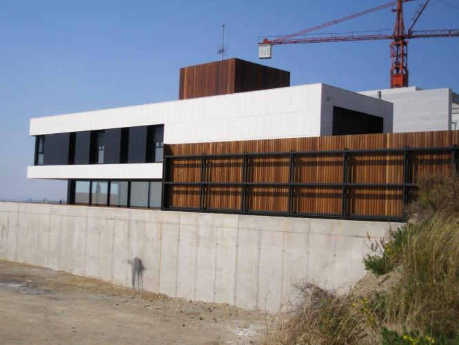 Vivienda unifamiliar Sant Vicenç de Montalt con fachada ventilada - Sistema Masa