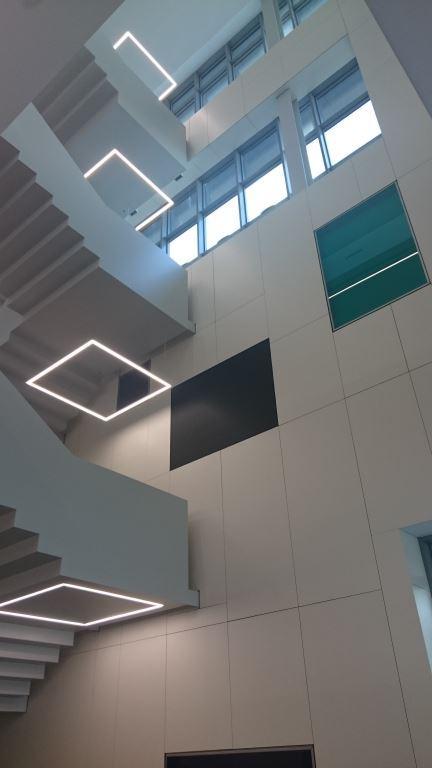 Recepción edificio Lift+ con fachada ventilada - Sistema Masa
