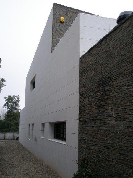 Vivienda Unifamiliar Segura con fachada ventilada - Sistema Masa